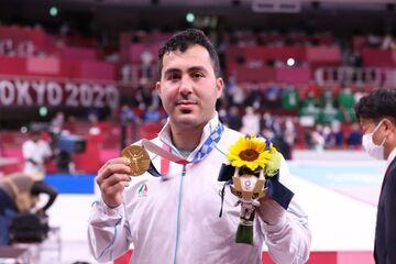 تصاویر  مدال خوش رنگ طلا بر گردن سجاد گنجزاده/ سرود ایران در توکیو طنین انداز شد