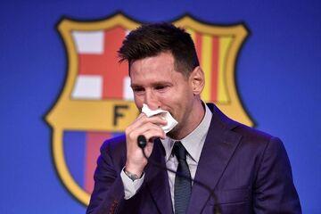 مسی همچنان بابت جدایی از بارسلونا ناراحت است/ من را مجبور به ترک بارسا کردند