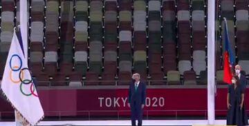 ویدیو  پرچم المپیک توسط توماس باخ به شهردار پاریس تحویل داده شد