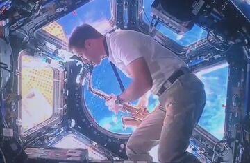 ویدیو  هنرنمایی فضانورد فرانسوی به مناسبت میزبانی پاریس در المپیک ۲۰۲۴