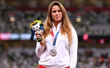 اتفاق تلخ برای ورزشکار زن لهستانی/ حراج مدال المپیک به خاطر هزینه سنگین عمل جراحی