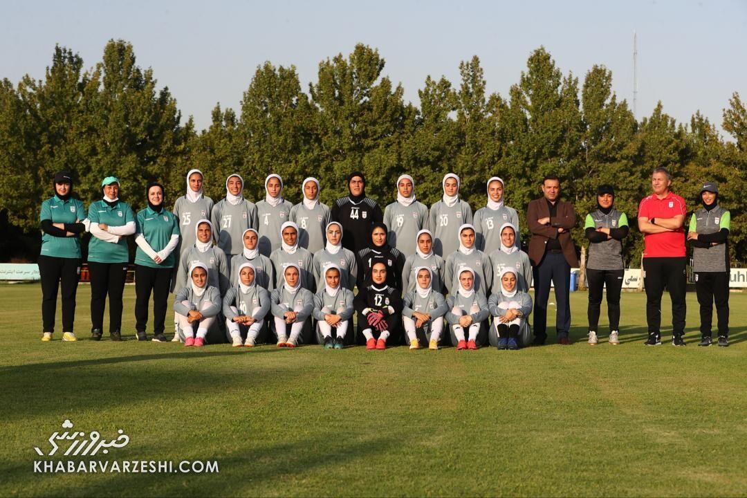 ببینید| زنان شگفت انگیز ایران/ از جنجال «کت و شلوار» شیک دختران فوتبال ایران تا همخوانی «جاوید وطن» در جشن صعود