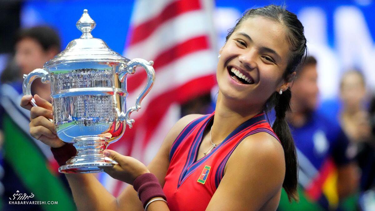 با ملکه جدید تنیس جهان آشنا شوید/ امتحانات دبیرستان را داد و گرنداسم گرفت!/ نوجوانی که جالبترین داستان تاریخ ورزش را رقم زد/ ملکه بریتانیا به وجد آمد