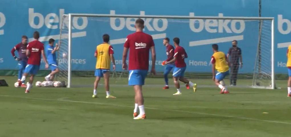 ویدیو| گل تماشایی کوتینیو در تمرینات تیم بارسلونا