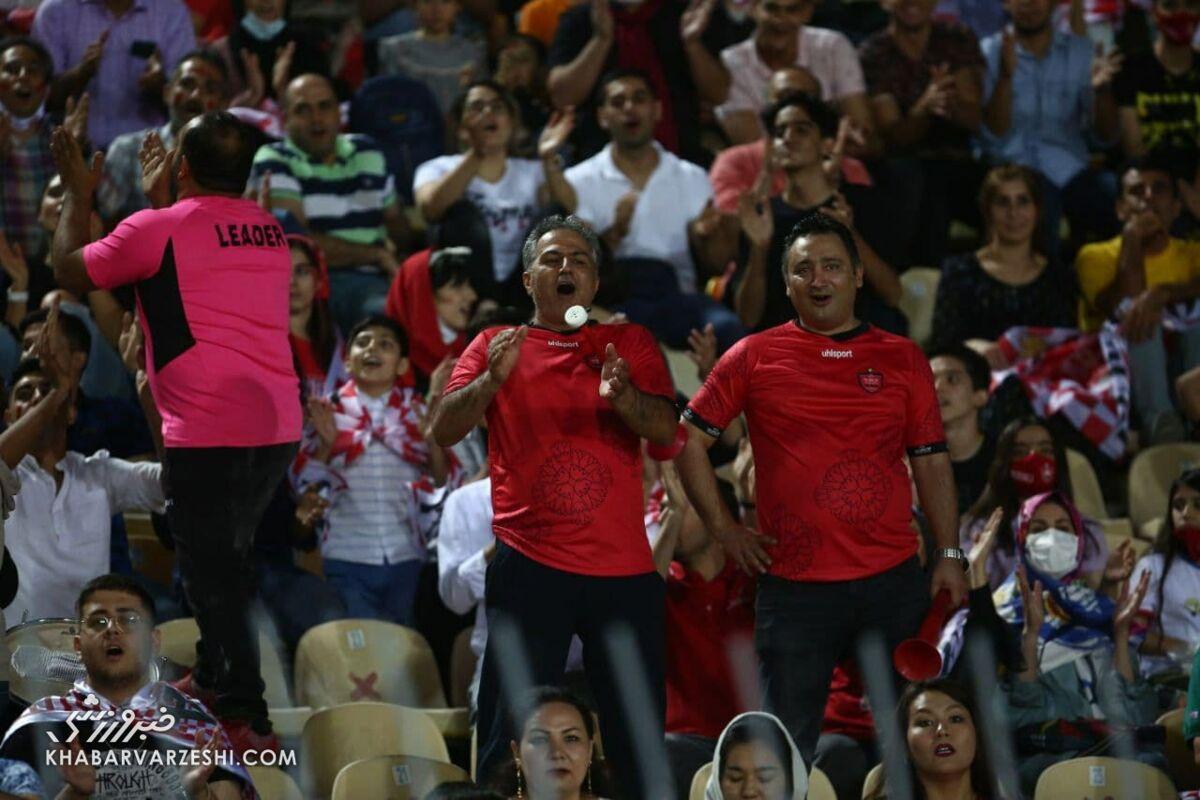 تصاویر زنان و مردان ایرانی طرفدار پرسپولیس در ورزشگاه تاجیکستان