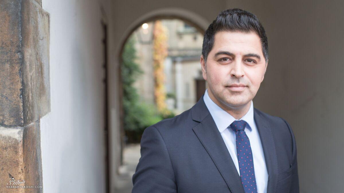 عکس| دکتر وحید آرین جایزه پزشک سال را از دست بکام دریافت کرد