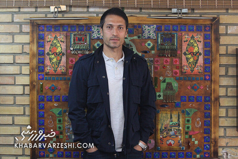 فرزاد آشوبی