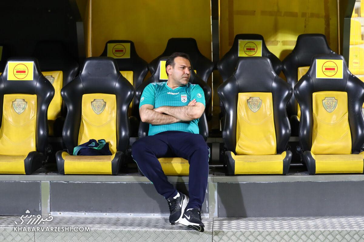 تصاویر  جنجال شیوه نشستن رئیس فدراسیون فوتبال/ ماجرای عیسی کلانتری تکرار شد