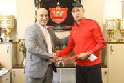 عکس  قرارداد یحیی گل محمدی ۲ فصل دیگر تمدید شد