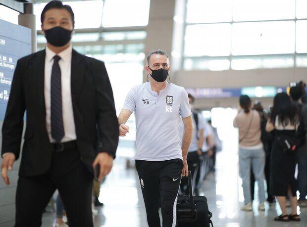 تصاویر| تیم ملی فوتبال کره جنوبی عازم ایران شد
