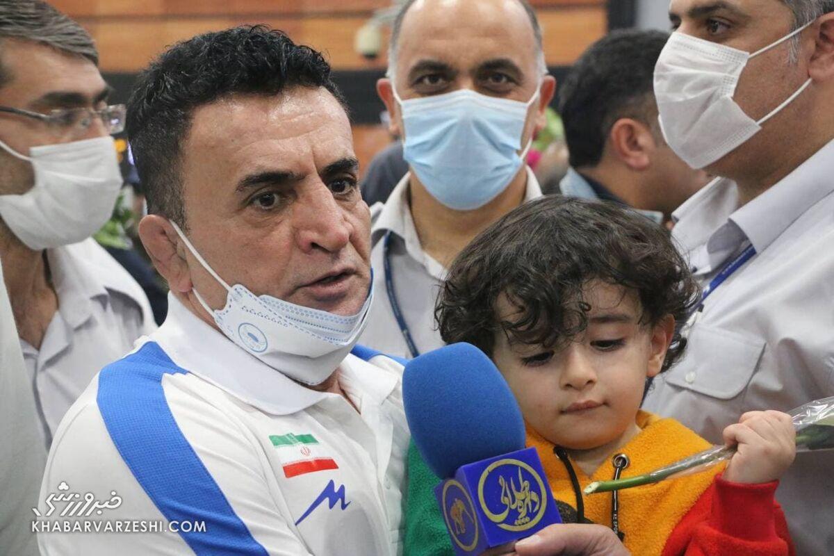 ببینید  واکنشهای دیدنی پسر محمد بنا پس از دیدن پدر در تلویزیون