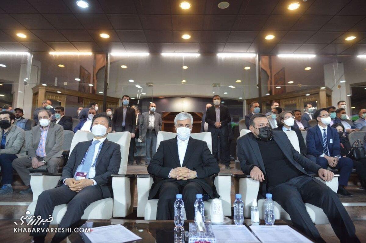 تصاویر  فاجعه شیوه نشستن رئیس فدراسیون فوتبال/ ماجرای جنجالی عیسی کلانتری تکرار شد