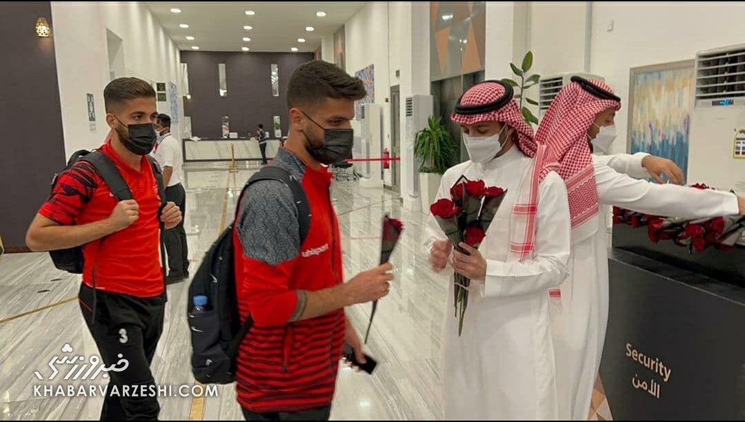 عکس| استقبال گرم عربستانیها از پرسپولیس/ شاگردان گل محمدی به هتل رسیدند