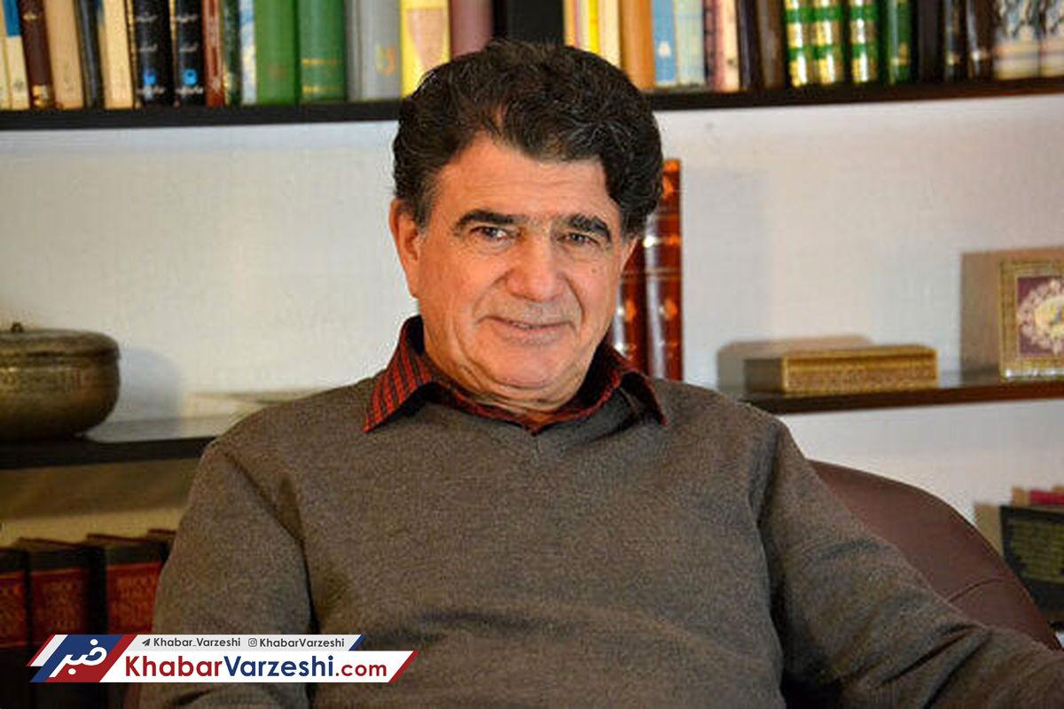 ویدیو| حضور زنده یاد استاد شجریان در استادیوم برای تماشای فوتبال