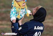 عکس روز  مادرانه های یک فوتبالیست