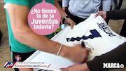 عکس| واکنش جالب رونالدو به تقاضای یک هوادار برای امضای پیراهن رئال