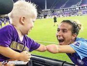 عکس روز  فوتبال و عشق همدست شدند