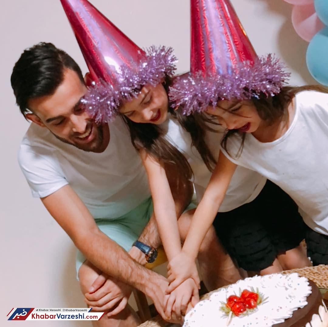 عکس  جشن تولد بختیار رحمانی کنار فرزندانش