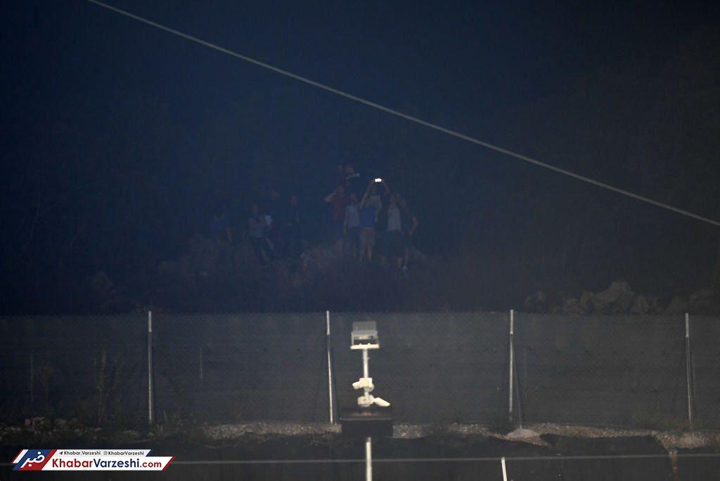عکس| تماشای فوتبال انگلیس به سبک ورزشگاه وطنی قائمشهر!