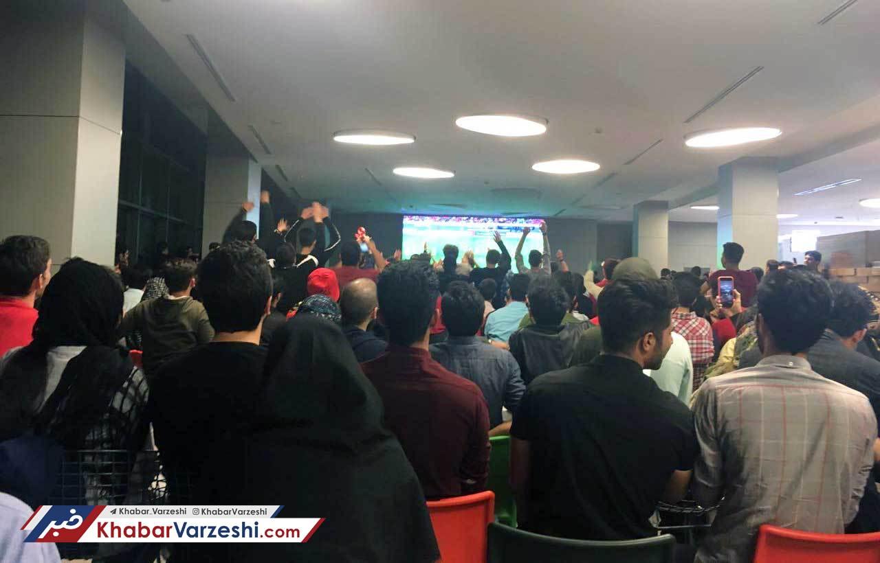 عکس  هیجان فوتبال در پردیس سینمایی