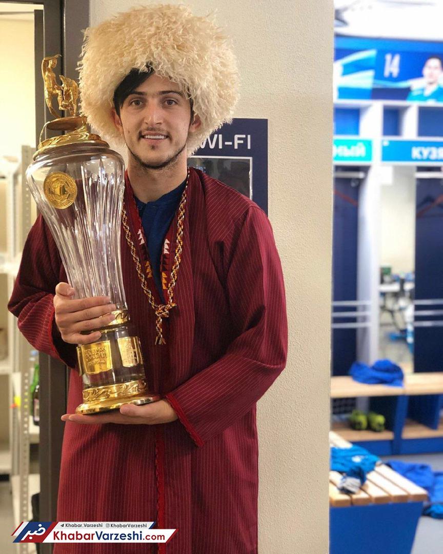 عکس| جشن قهرمانی زنیت با کلاه ترکمنی سردار آزمون