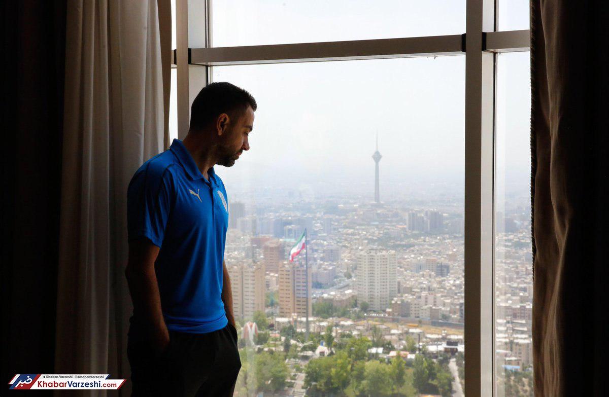 عکس| ژاوی محو چشم انداز تهران