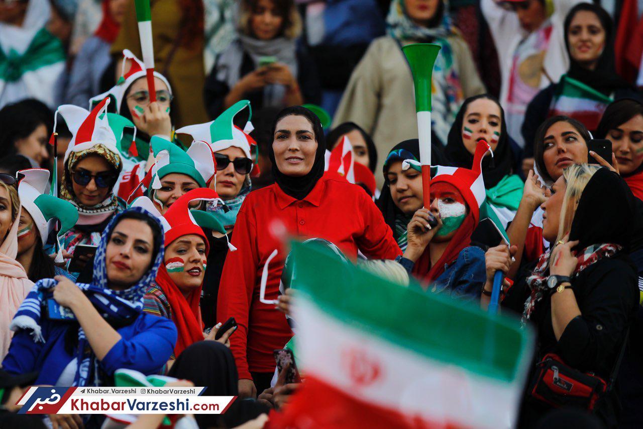 شادمانی قهرمانان رزمی روی سکوهای آزادی