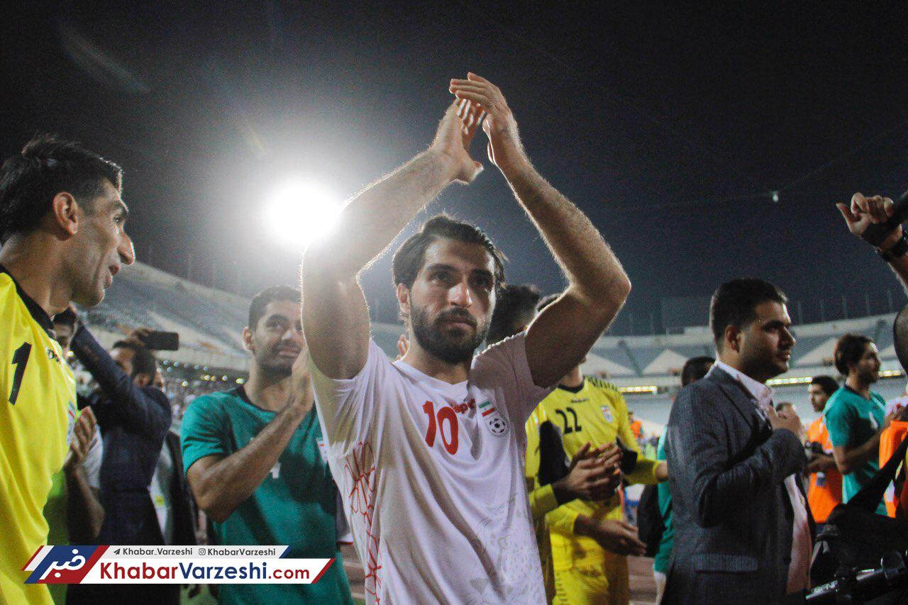 عکس -  حمایت هواداران ناتینگهام از مهاجم ایرانی