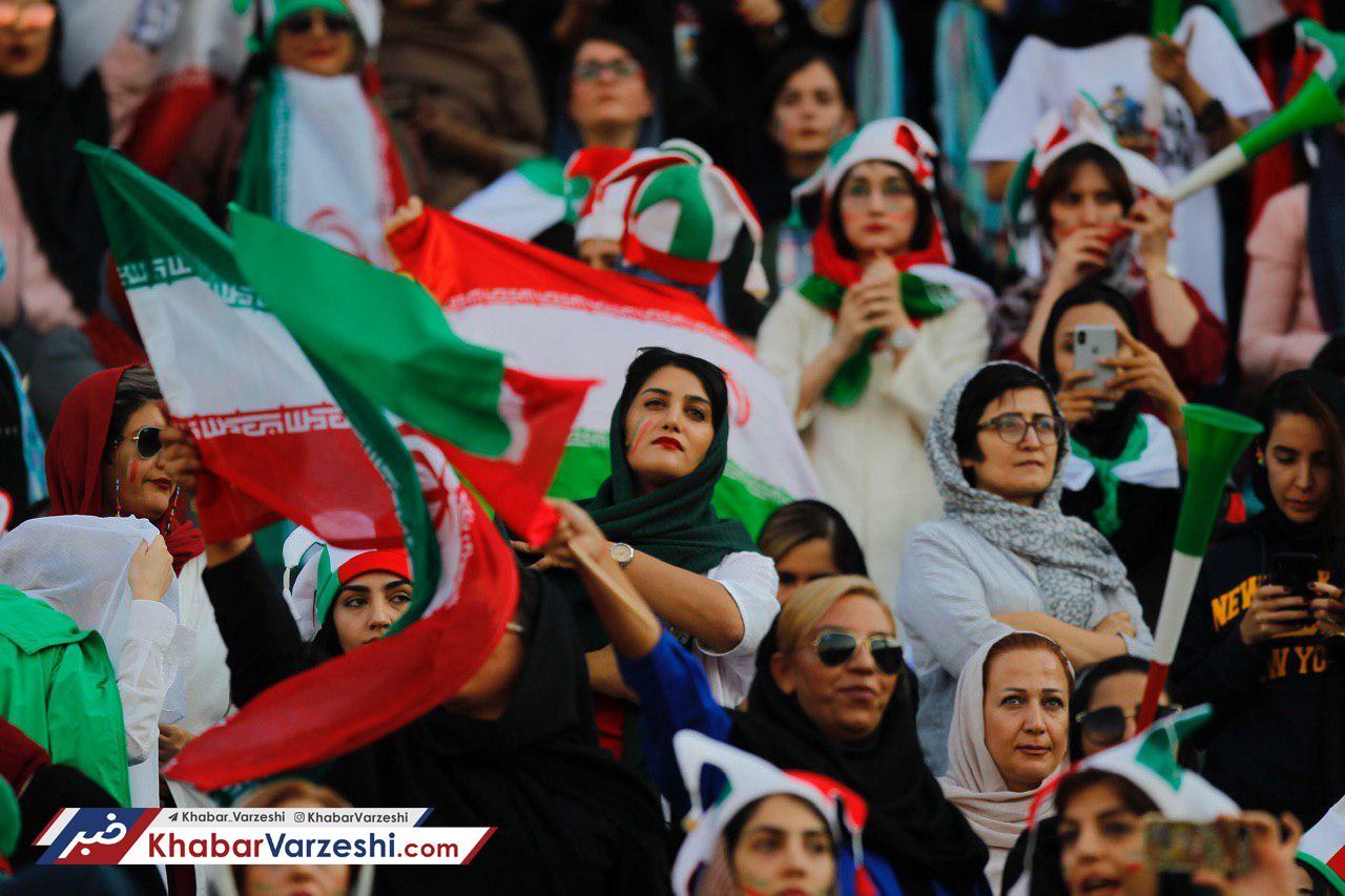 درآمد میلیونی یک دستفروش از حضور زنان در استادیوم