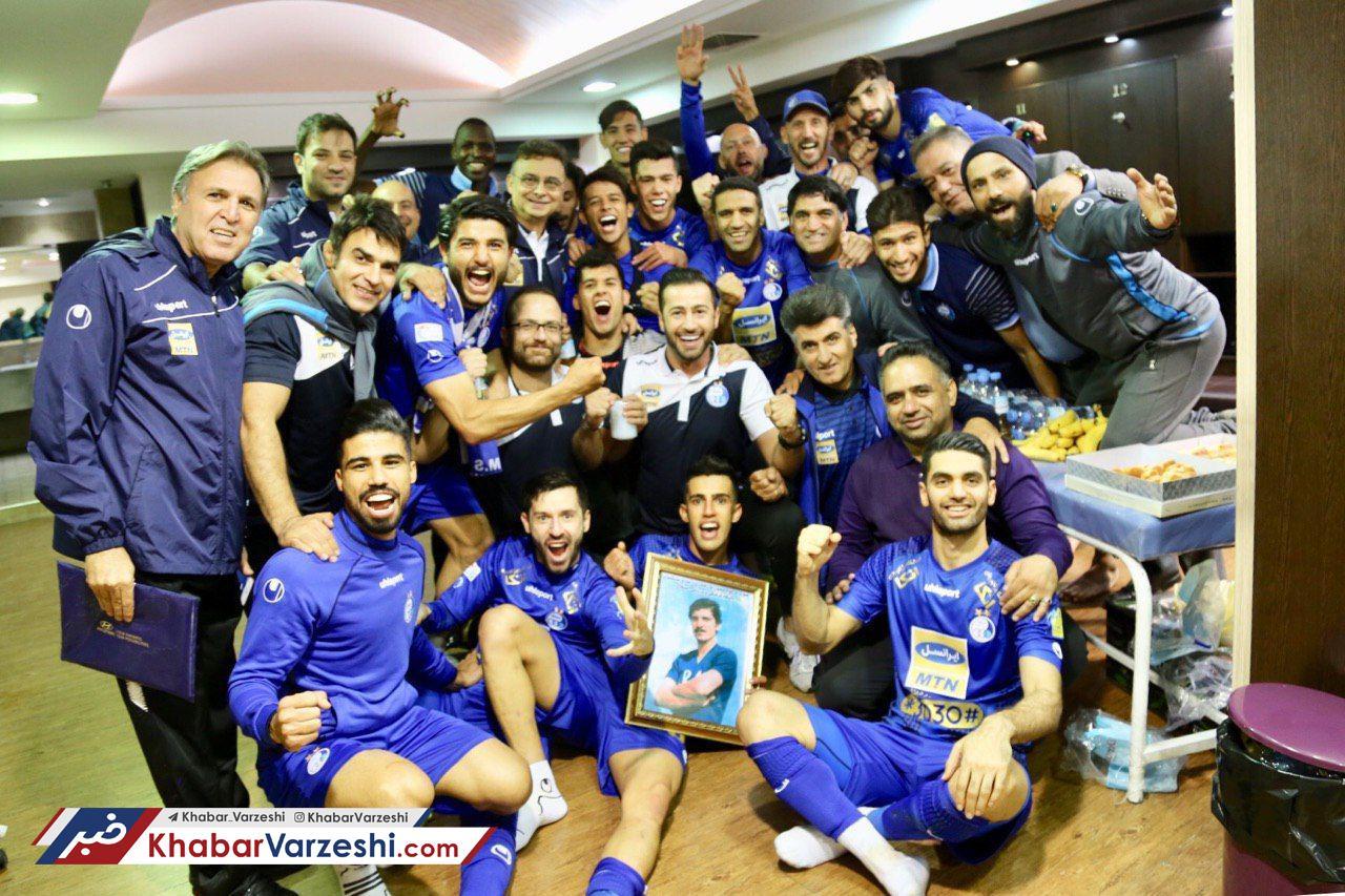 عکس -  شادی استقلالیها پس از پیروزی مقابل صنعتنفت با عکس منصور پورحیدری