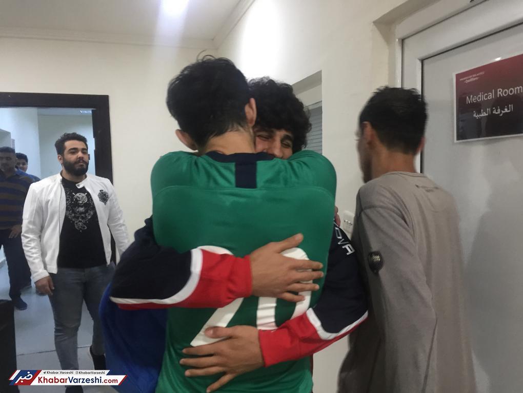 تصاویر  ملی پوش عراقی در آغوش سردار آزمون