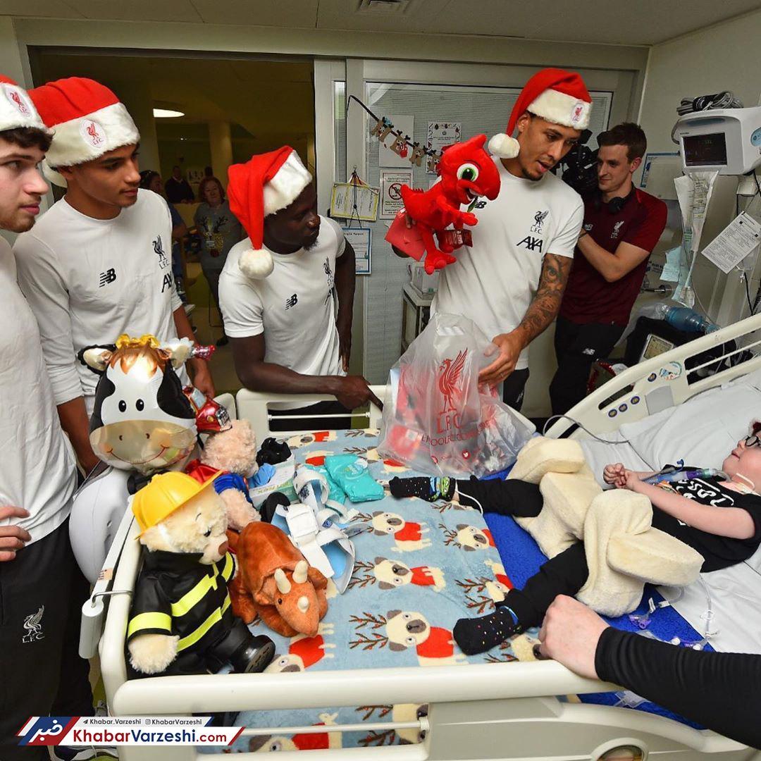 تصاویر  لیورپولیها در بیمارستان کودکان