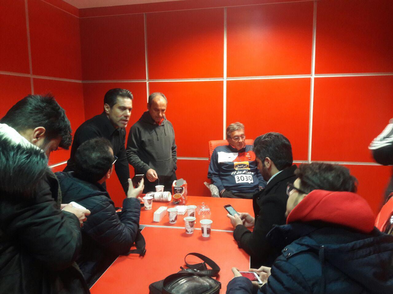 عکس| نشست صمیمانه برانکو با خبرنگاران