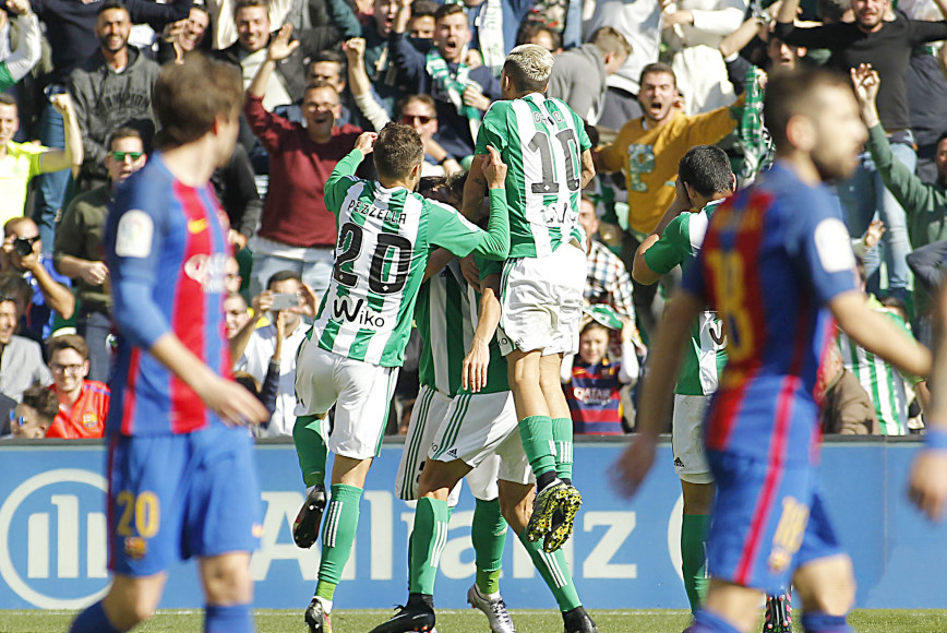 گزارش تصویری  توقف بارسلونا در خانه بتیس