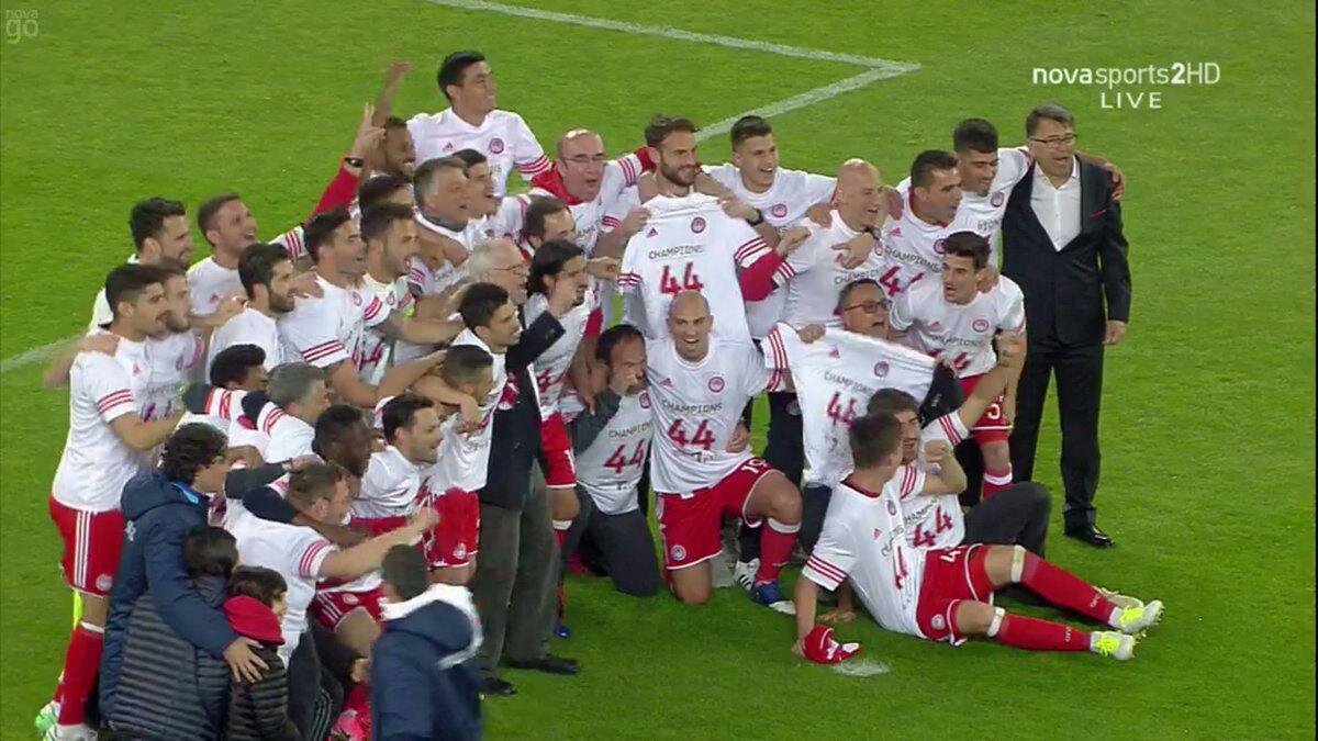 جام قهرمانی در دستان ستاره ایرانی