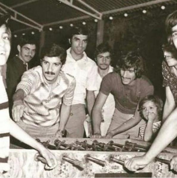 عکس| ناصر حجازی و منصور پورحیدری در حال فوتبالدستی بازی کردن