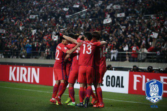 الگوی رنگی کرهایها از هوداران تیم ملی ایران