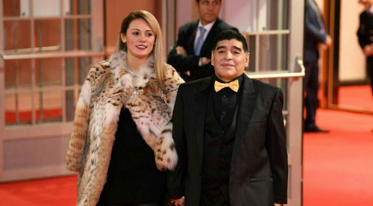 عکس| مارادونا و همسرش در مراسم قرعه کشی